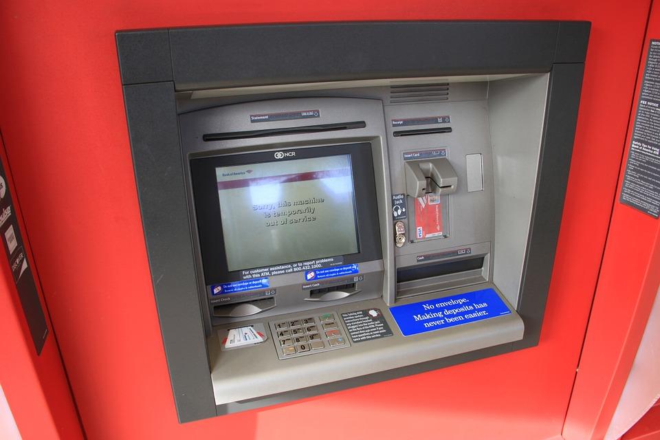 pohled na bankomat